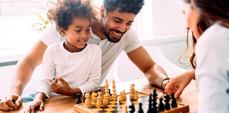 play-well-report_2018_family-play-chess_for-web